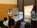 Pius Floris da su presentación durante el taller de la mañana