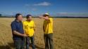 Equipo de Beral Ingenierías y Transfer LBC, visita a los campos de Ayoó de Vidriales