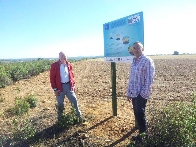 El ex eurodiputado jan sonneveld visita ayo de vidriales for Viveros fuenteamarga