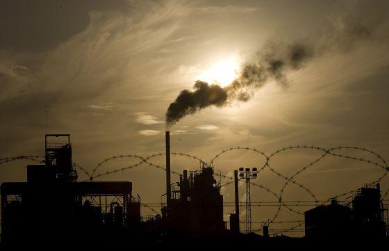 Las fábricas recibieron una asignación gratuita de CO2. / ALEJANDRO RUESGA (EL PAÍS)