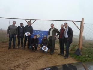 Preparación de la tierra para iniciar la siembra de la cubierta verde en San Mateo de Gállego