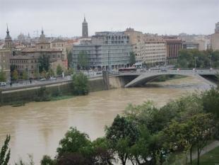 La crecida del río Gállego llega a Movera donde se están cortando caminos