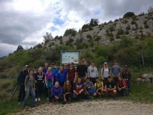 Visita mixta de estudiantes noruegos y catalanes a la plantaciones en Alinyà
